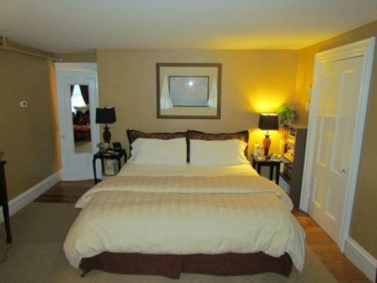 PineCrest Bed and Breakfast Inn: The Gorham