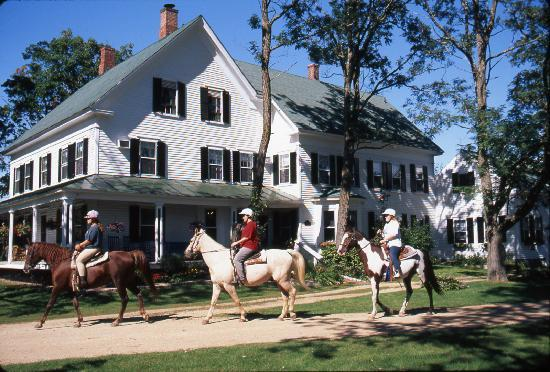 Farm by the River Bed and Breakfast with Stables: Historic country inn with public horseback, sleigh and carriage rides-Off the beaten path- just