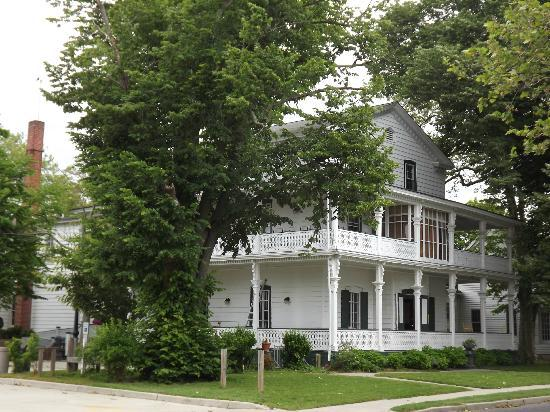 Elaine's Bed & Breakfast Inn: room 6 is toward the back of the building on this side