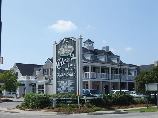 Santee, SC: View of entrance to Clark's Inn & Restaurant