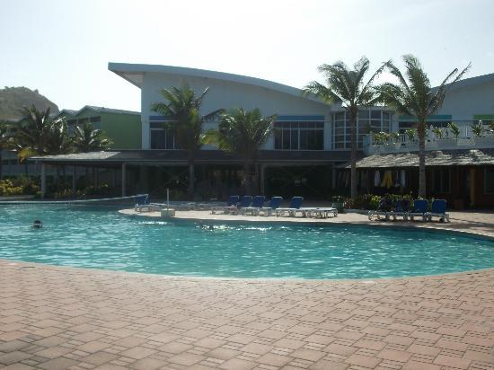 Coconut Bay Resort &amp; Spa: Main pool area, view to main lobby