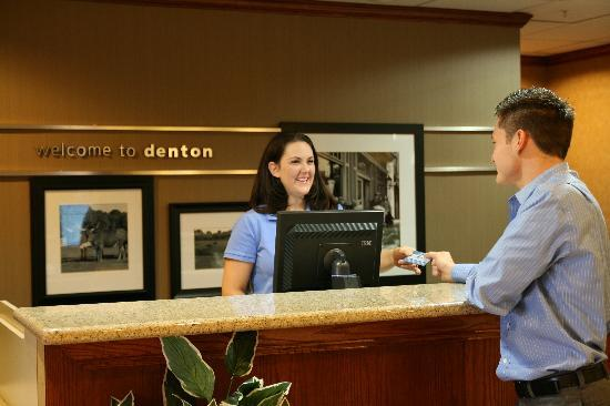 Hampton Inn &amp; Suites Denton: Welcome Check In