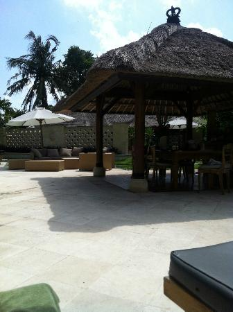 Sienna Villas: Outdoor area