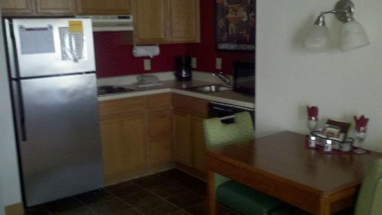 Residence Inn Austin / Round Rock: Kitchen area