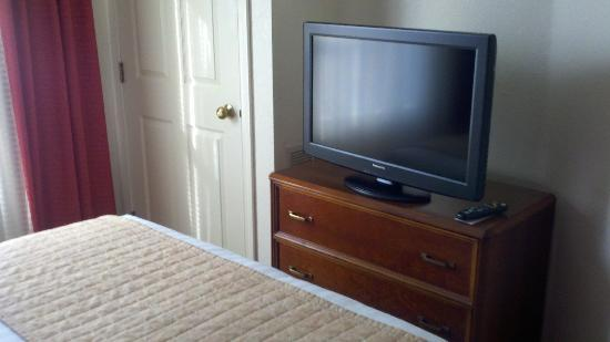Residence Inn Austin / Round Rock: Bedroom tv