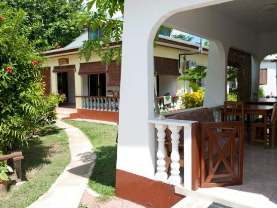 Pension Hibiscus: rooms with veranda