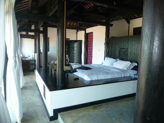 Chen Sea Resort &amp; Spa Phu Quoc: amazing bed centre piece
