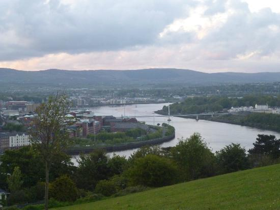 Maldron Hotel Derry: Views over Derry & the river Foyle