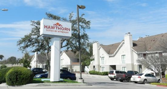 Hawthorn Suites by Wyndham San Antonio Northwest Medical Center: Entrance View
