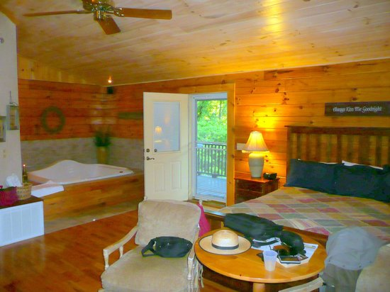 Cripple Creek Bed and Breakfast Cabins: Interior