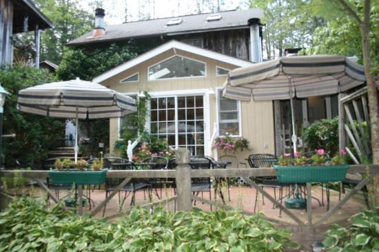 The Chandler Inn: Beautiful dining, inside and out.
