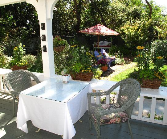 Lavender Inn: Enjoy a full breakfast on the veranda overlooking the gardens