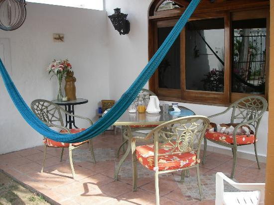 Casa Luna Azul Bed and Breakfast: Outdoor Breakfast/Sitting Area