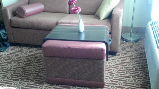 TownePlace Suites Gilford: Ingenious Footstool/Tray combo