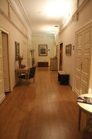 Adler Hotel: Hallway