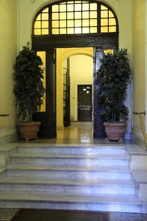 Adler Hotel: Entranceway