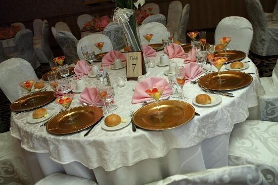 Holiday Inn East Windsor: A table setting at my wedding