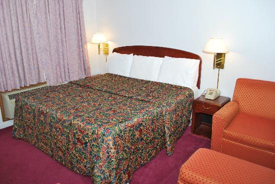 Majestic Inn & Suites: Room with 1 Bed, Clean Quite & Comfy.