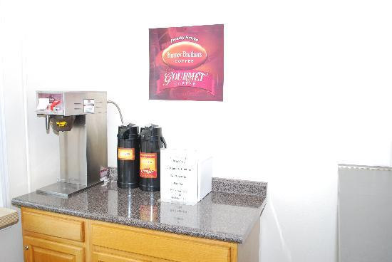 Majestic Inn & Suites: Let us start your day, with our complimentary breakfast.