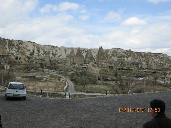 Goreme Kaya Hotel: beautiful view you see by walking out of the restaurant