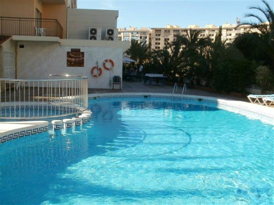 Prince Park Hotel: swimming pool1