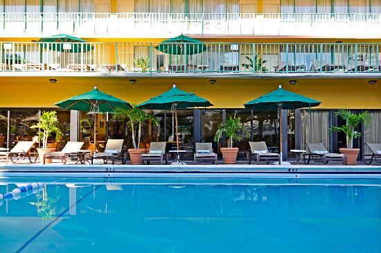 BEST WESTERN PLUS Oceanside Inn: heated pool