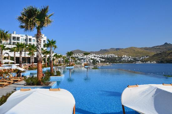 Piscine foto van xanadu island hotel turgutreis for Club piscine west island