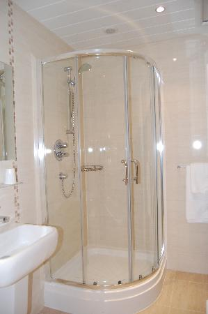 The White Swan Hotel: Superior Bathroom