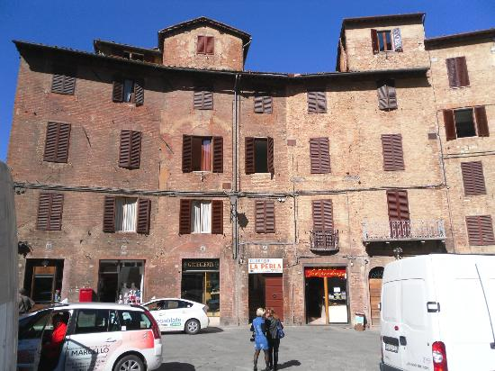 La Perla: View of hotel from Piazza Indipendenza