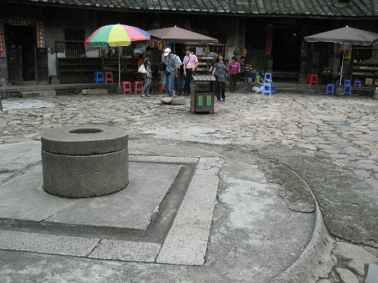 Hua'an County, China: a coin-shaped well