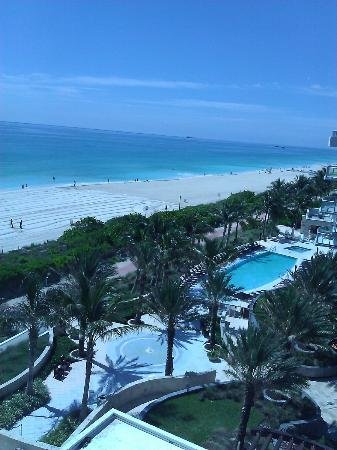 Canyon Ranch Hotel & Spa Miami Beach: View from my suite facing SouthEast