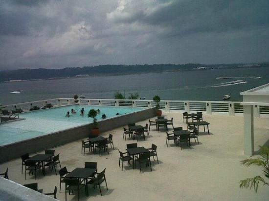 Infinity pool at the roofdeck picture of terrace hotel for Terrace hotel subic