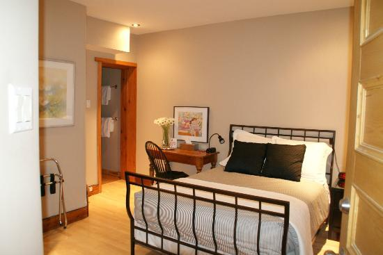 Benner's Bed & Breakfast: Laurier Room