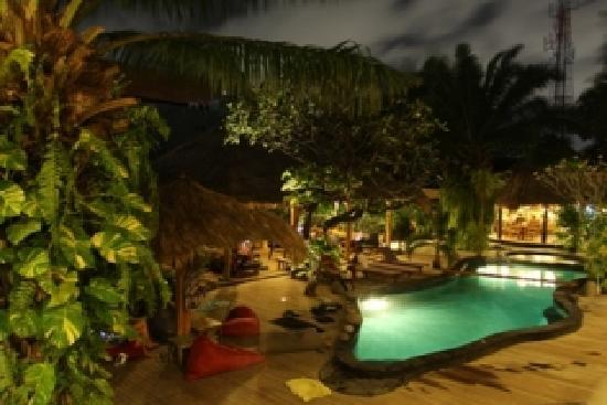 The Green Room Seminyak: Camp by night