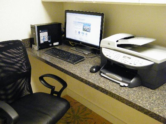 Floridian Airport Inn: 24hr (Free) Business Center