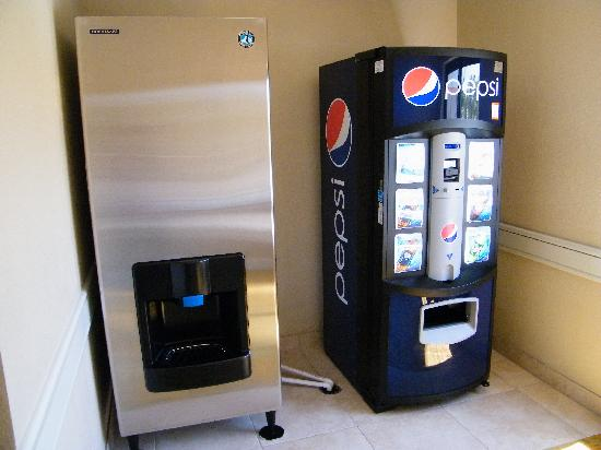 Floridian Airport Inn: Ice and Drink Machines on all floors