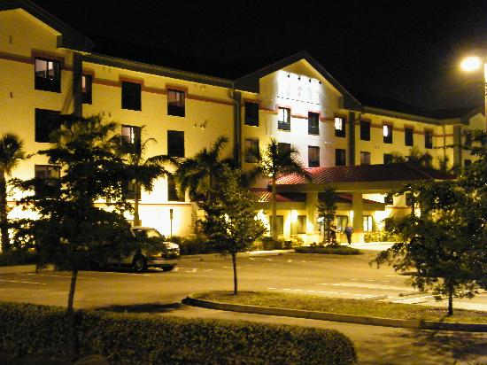 Floridian Airport Inn: All night on site Security