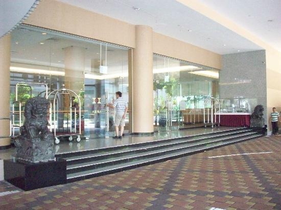 Main Entrance - Picture of Hotel Grand Chancellor ...