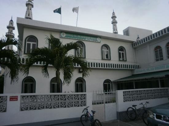 Une mosque juste  cot de Pereybere Beach - ML