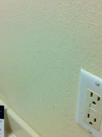 Homestead Studio Suites - Richmond - Innsbrook: bathroom wall by the sink! gross!