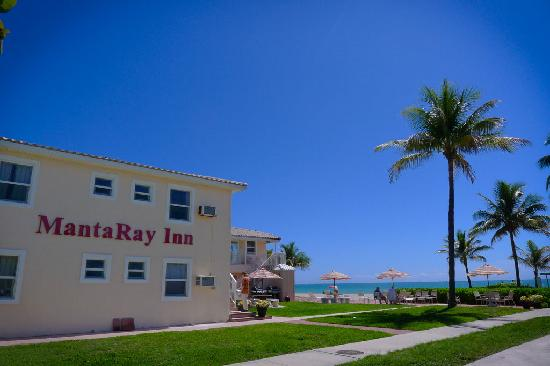 The Manta Ray Inn - Right on the beach!