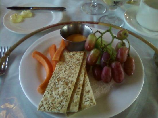 Bardstown, KY: Our first course.  The beer cheese was excellent!