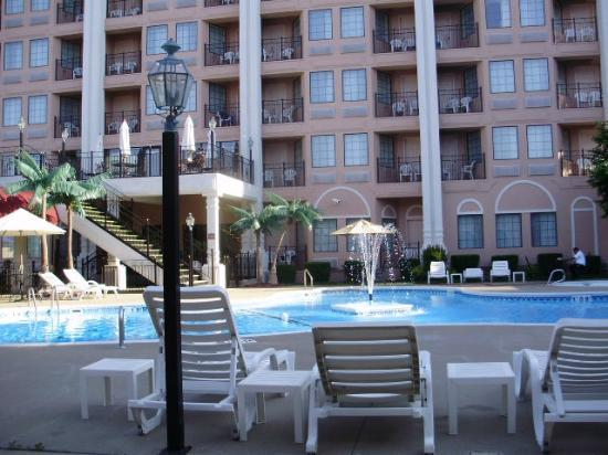 Clarion Hotel at the Palace : Down at outdoor pool 