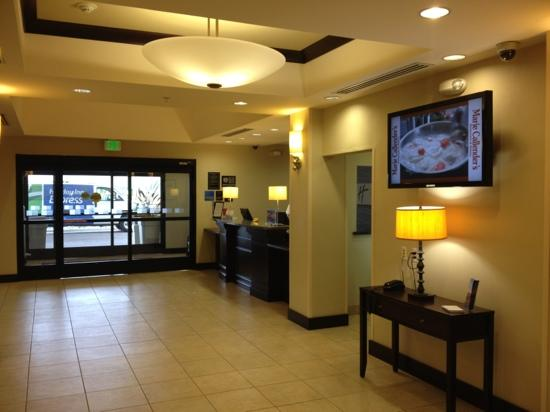 Holiday Inn Express Clovis Fresno Area: lobby