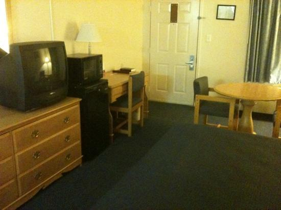 Comfort Inn : tv, microwave, fridge, desk