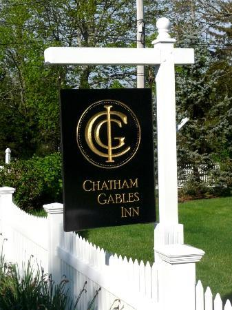 Chatham Gables Inn: Front sign