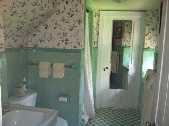 The Lexington House: bathroom to Hartley Room