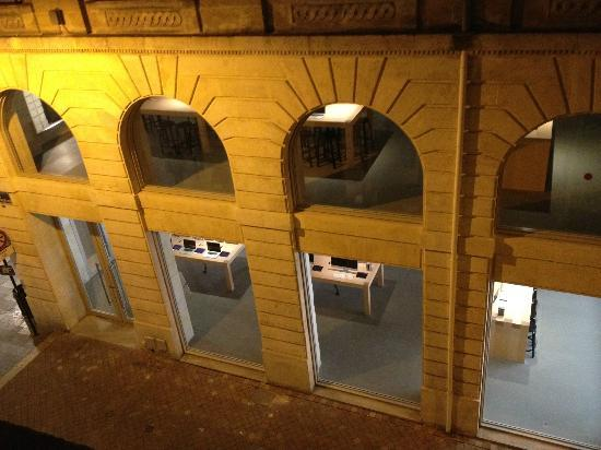 Hotel du Theatre : Apple store view from my room. So close I can even stole the wifi signal!