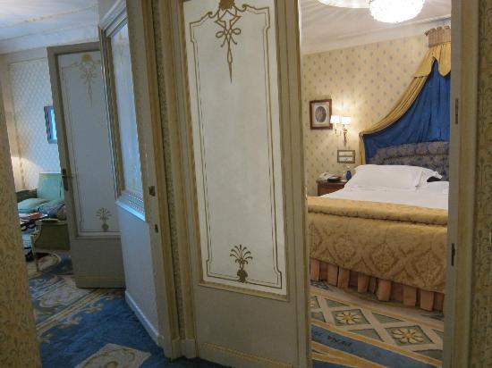 Hotel Ritz Madrid by Orient-Express: entrance to suite