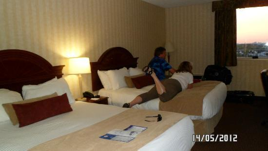 BEST WESTERN PLUS Toronto Airport Hotel: comfy beds..